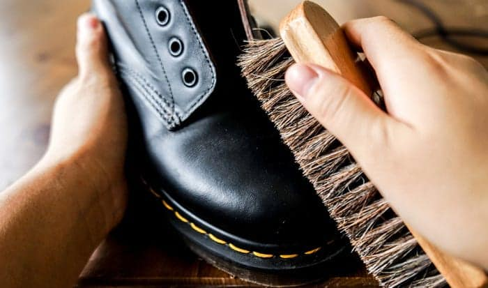 How-do-you-clean-military-combat-boots