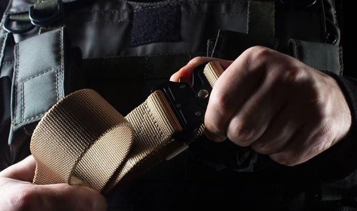 how to wear a tactical belt