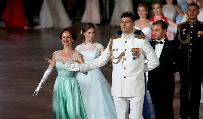 what not to wear to a military ball